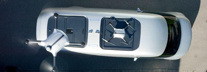 Dafür muss der Bote nicht einmal aussteigen, da die Paketübergabe auf per Drohne erfolgen kann.