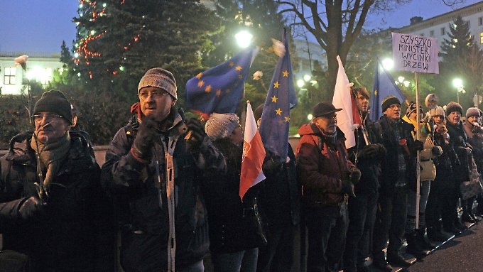 Seit mehreren Tagen protestieren Tausende Polen gegen die geplanten Reformen ihrer Regierung.