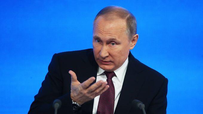 Wladimir Putin hat die Pressekonferenz im Griff.