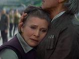 """Carrie Fisher mit Filmpartner Harrison Ford in """"Star Wars: Das Erwachen der Macht"""" (2015)."""
