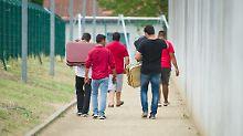 Asylbewerber und Migranten: 55.000 verließen Deutschland freiwillig wieder