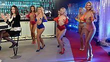 """Tutti Frutti"" - Das Revival: Nackte Euro-Girls und viel Cin-Cin"