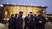 Grünen-Chefin Peter in der Kritik: Oppermann lobt Polizei-Arbeit in Köln