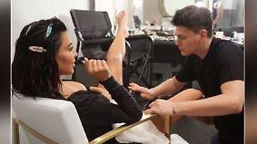 Promi-News des Tages: Kim Kardashian lässt sich Intimbereich schminken