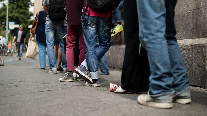 Besonders in Berliner Bürgerämtern müssen Kunden Geduld mitbringen.