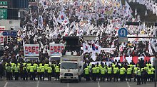 Protest gegen Südkoreas Präsidentin: Buddhistischer Mönch zündet sich selbst an