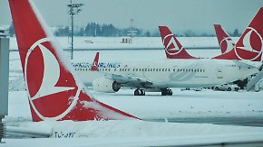 Schneechaos in Türkei und Griechenland: Touristen sitzen tagelang auf Flughafen Istanbul fest