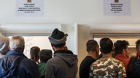 280.000 Asylsuchende in 2016: Weniger Menschen suchen in Deutschland Schutz