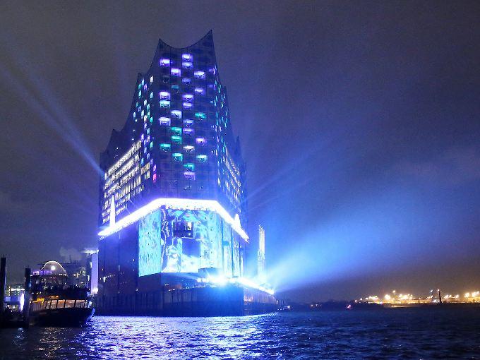 Leuchtturm der Kultur? Strahlendes Beispiel für Wagemut? Millardengrab? Auf jeden Fall ein grandioses Gebäude: die Elbphilharmonie.