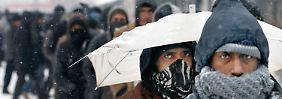 Flüchtlinge warten bei Minusgraden: Ungarn hält Grenze für Frierende dicht