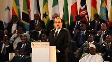 Hollande stellte seinen Plan vor mehr als 30 afrikanischen Staatschefs vor.