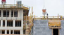 Baubranche will leichtere Regeln: Immobilienpreise legen rasant zu