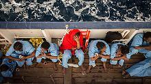 Boot kentert vor Libyen: Fast 180 Flüchtlinge nach Unglück vermisst
