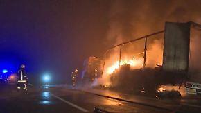 Erschwerte Löscharbeiten durch Frost: Sattelschlepper brennt auf A24 vollständig aus