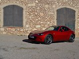 Mit dem MX-5 RF will Mazda die etwas anspruchsvollere Kundschaft in den Bann ziehen.