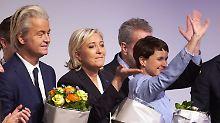 Treffen sich drei Populisten: Der Vorsitzende der niederländischen Freiheits Partei, Geert Wilders, die Vorsitzende des französischen Front National, Marine Le Pen, und die AFD-Vorsitzende Frauke Petry im Januar in Koblenz.