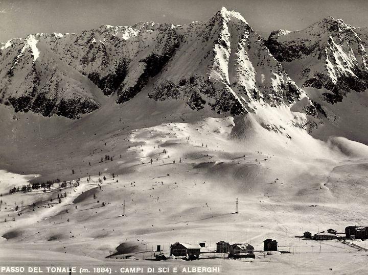 Passo Tonale ist ein Skigebiet mit langer Tradition. (Aufnahme von 1935)