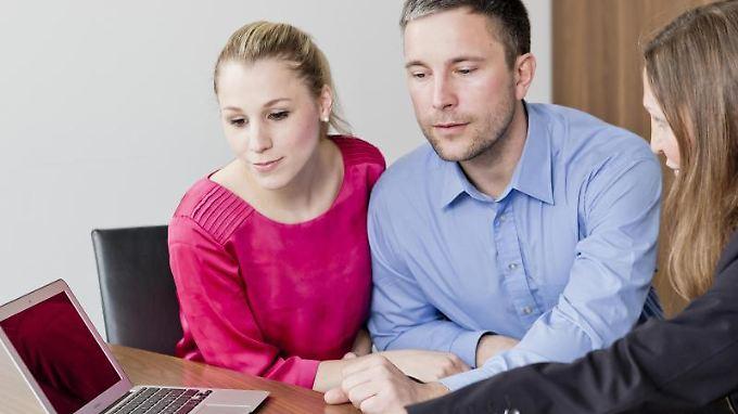 Erwerber von Eigentumswohnungen sollten auf die Formulierungen im Kaufvertrag achten.