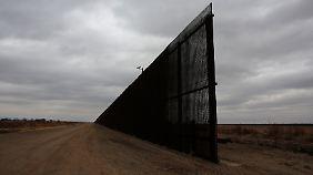 Bei El Paso in Texas. Hier hat der Zaun eine Lücke.