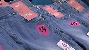 Traditionshäuser gehen pleite: Kleidung zu Discounterpreisen ist in Mode