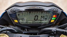 Das monochrome LC-Display im Cockpit ist klar gegliedert und weist alle wichtigen Anzeigen inklusive Gangwahl auf.