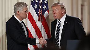 Erstes Einlenken von Trump: Doppelstaatler dürfen einreisen, Gorsuch neuer Verfassungsrichter