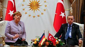 Drahtseilakt in der Türkei: Merkel übt bei Treffen mit Erdogan vorsichtige Kritik