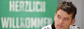 ARCHIV- Christian Prokop, Cheftrainer des Handball-Bundesligisten SC DHfK Leipzig, spricht am 08.12.2016 in einer Pressekonferenz in Leipzig (Sachsen). (zu dpa «Leipzig-Coach Prokop wird neuer Handball-Bundestrainer» am 03.02.2017) Foto: Jan Woitas/dpa-Zentralbild/dpa +++(c) dpa - Bildfunk+++