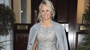 Promi-News des Tages: Sind Pamela Anderson und Julian Assange ein Paar?