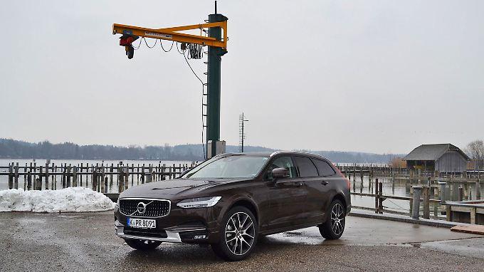 Der  Volvo V90 Cross Country baut höher als seine Brüder. Das hat Vor-, aber auch Nachteile.