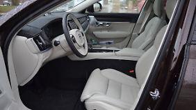 Die Sitze sind - wie man es von Volvo kennt - eine Schmeichelei für Po und Rücken.