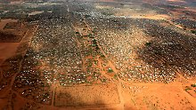 FILE PHOTO: An aerial view shows makeshift shelters at the Dagahaley camp in Dadaab, near the Kenya-Somalia border in Garissa County, Kenya, April 3, 2011. REUTERS/Thomas Mukoya/File Photo      TPX IMAGES OF THE DAY