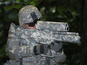 Schultergestützter Granatwerfer: Die XM-25 kann unterschiedliche 25-mm-Projektile verschießen.