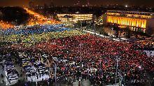Lichtermeer gegen Korruption: Zehntausende demonstrieren in Rumänien