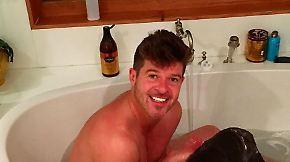 Promi-News des Tages: Robin Thicke postet Badewannen-Fotos von sich und seiner Freundin