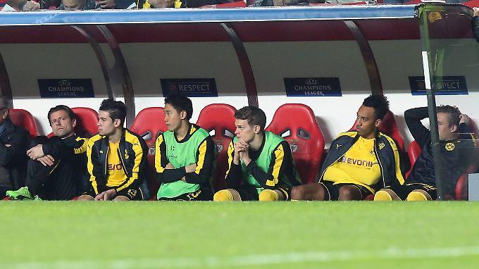 Sie können es nicht fassen: In Lissabon erlebten die Dortmunder ein denkwürdiges Spiel.