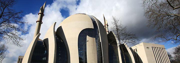 Vorwurf der Agententätigkeit: Polizei durchsucht Wohnungen von türkischen Ditib-Imamen