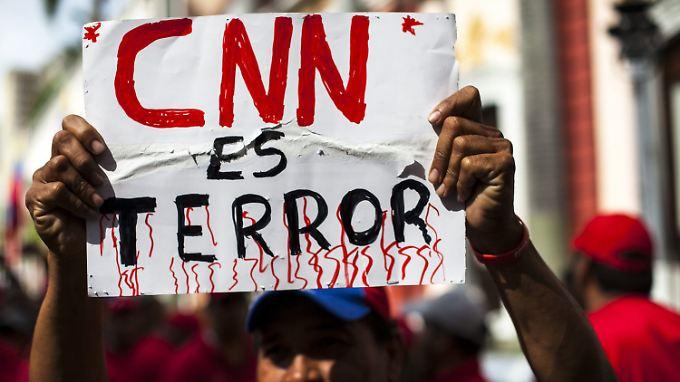 Ein venezolanischer Öl-Arbeiter protestiert. (Archivbild aus dem Jahr 2015)