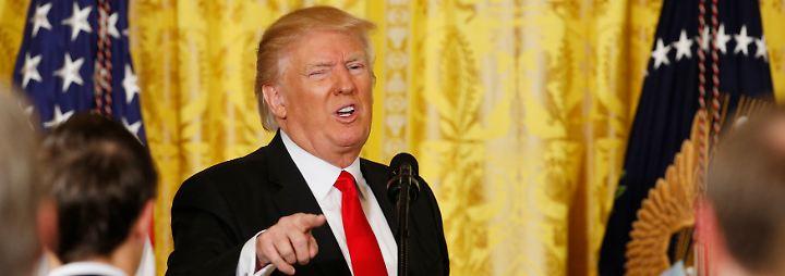 Eigenlob und harte Angriffe: Trump gibt denkwürdige Pressekonferenz