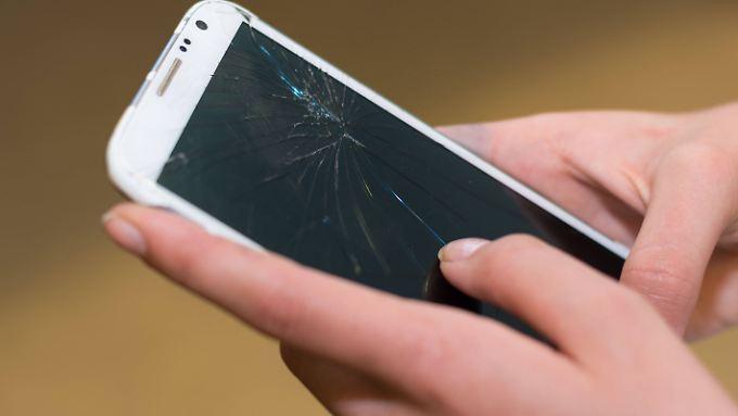 Wenn der Smartphone-Touchscreen nicht mehr reagiert, kommt man nur noch schwer an die gespeicherten Daten.