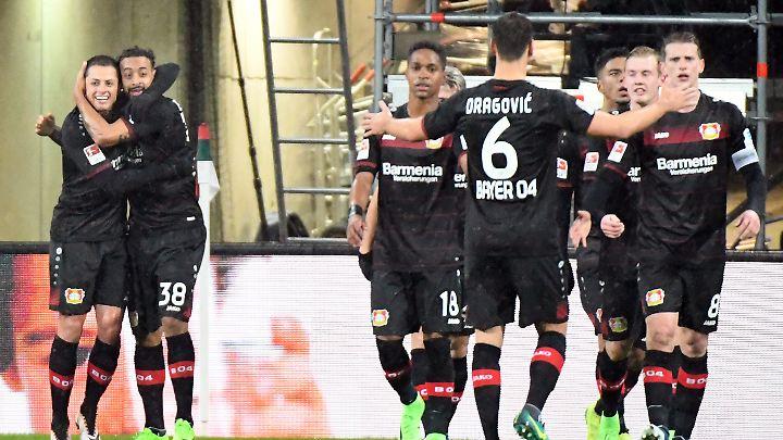 Ab sofort unsterblich: Karim Bellarabi, der Schütze des 50.000 Bundesligators.