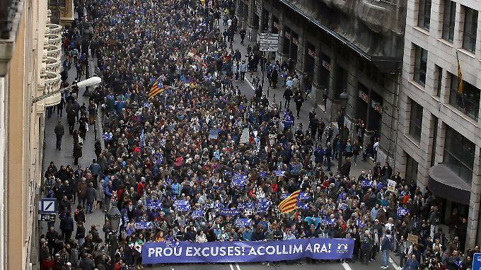 Spanien hat bislang nur 1000 Flüchtlinge aufgenommen - dagegen protestierten die Teilnehmer der Demonstration.