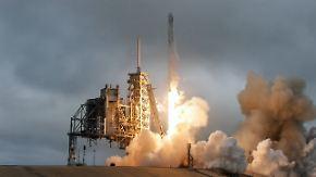 """2,75 Tonnen Fracht an Bord: """"Falcon 9"""" startet mit Verspätung zur ISS"""