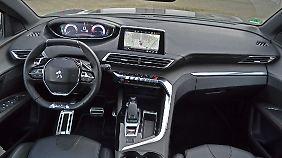 """Erst in den höheren Ausstattungslinien des Peugeot 3008 gibt es ein volldigitales Display, den 8 Zoll großen Touchscreen und die """"Toggle Switches""""."""
