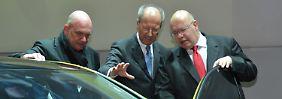 Große Betriebsversammlung: VW legt Streit um Sparplan bei