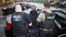 Bereits jetzt deportieren die USA jedes Jahr mehrere Hunderttausend Menschen.