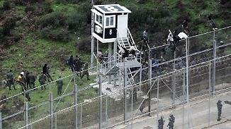 Sehnsucht nach Freiheit: Hunderte Flüchtlinge durchbrechen EU-Außengrenzen in Ceuta