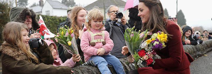 Promi-News des Tages: Herzogin Kate entgeht knapp einem Malheur