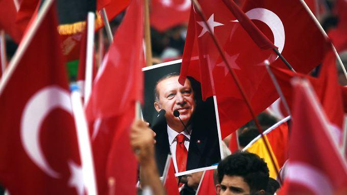 Türkische Politiker wollen in Deutschland für ein Präsidialsystem in der Türkei werben.
