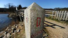 Dieser Stein von 1920 markiert die Grenze zwischen Deutschland und Dänemark am Grenzübergang Schusterkate bei Flensburg
